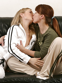 Lesbians Kissing Pics