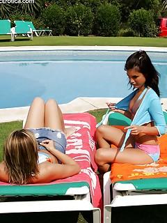 Lesbian Pool Pics